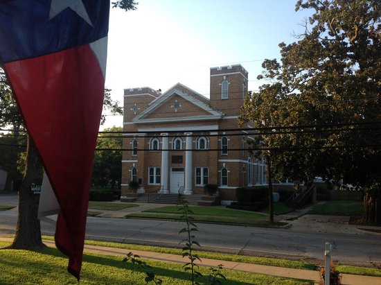 Warfield House Bed and Breakfast: Historic First Presbyterian across the street