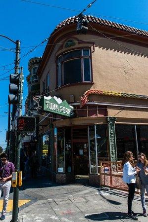 Twin Peaks Tavern: Outside