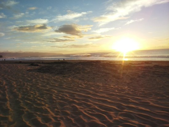 Sunset waves at Banzai Pipeline