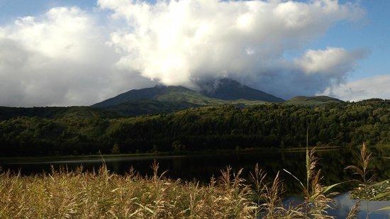 Otatomari Swamp : 利尻富士の山頂が見えないのが残念。