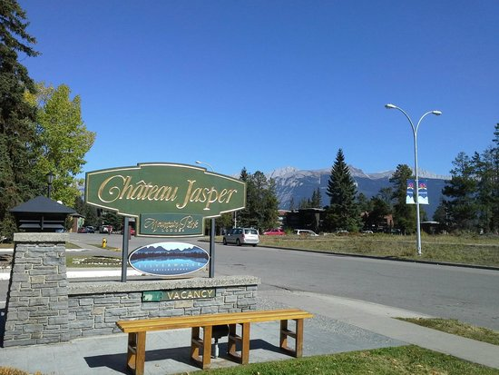 Chateau Jasper: View of mountains