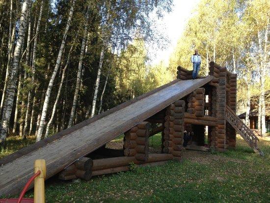 Romanov Les: забавная горка для взрослых и детей