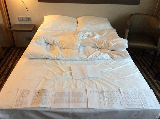 Leonardo Hotel Düsseldorf City Center: двухспальная кровать 135 см.