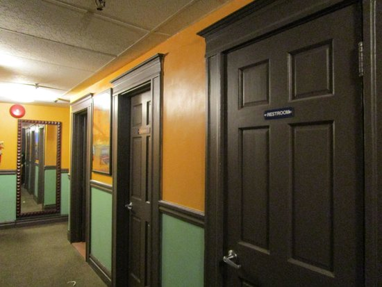 Adelaide Hostel: Clean restrooms and showers