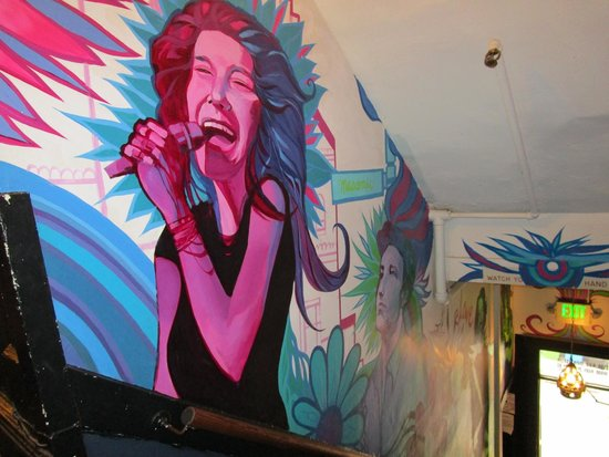 Adelaide Hostel: Murals in hallways and stairs