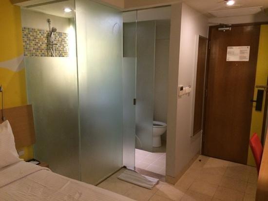 BEST WESTERN Kuta Beach: Bathroom