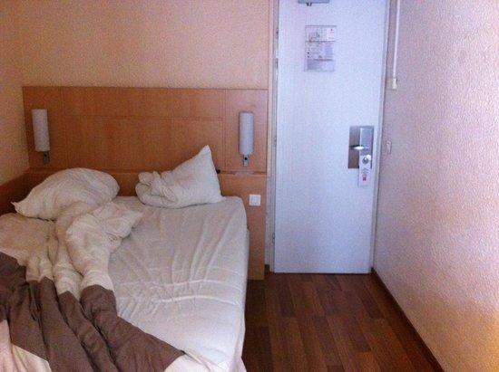 Ibis Colmar Centre: Zimmer von der Tür