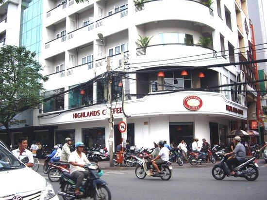 Liberty Hotel Saigon Greenview: ホテルのコーナーをこのショップが使っている