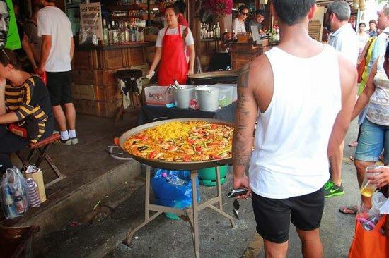JJ Market Chiang Mai: 即場現造的西班牙焗飯