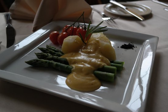 Shakespeare Hotel: Chef's daily special - Stewed asparagus