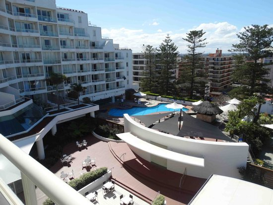 Novotel Sydney Brighton Beach: View from room over pool