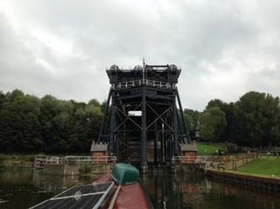 Wandering Duck Canal Boat Tours: The Anderton Boatlift Northwich