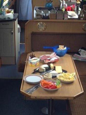 Wandering Duck Canal Boat Tours: Mega buffet lunch!
