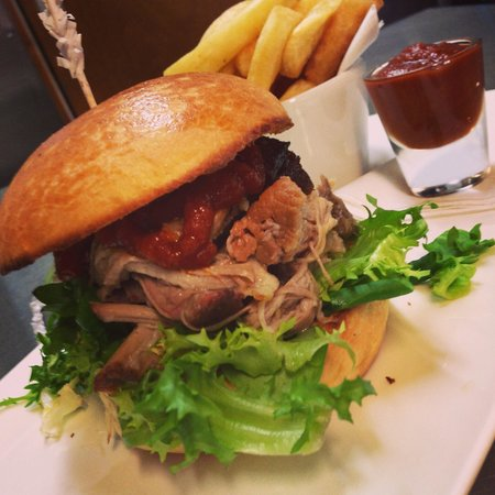 The Bully Inn: Slow cooked pulled pork