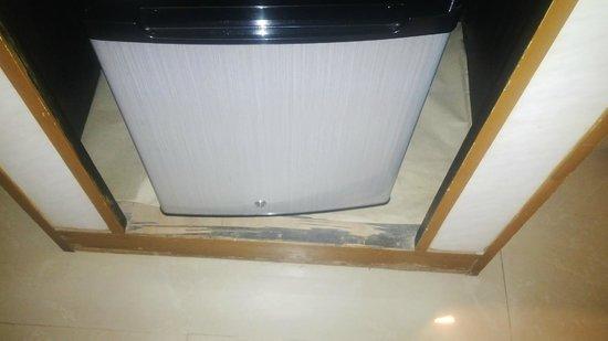 Swosti Grand: Broken mini bar cabinet