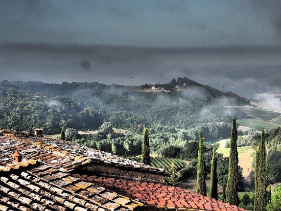 Borgo Poneta : Early morning fog before another wonderful Tuscan day