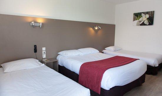 Chambre quadruple picture of hotel les eleis saint for Chambre quadruple