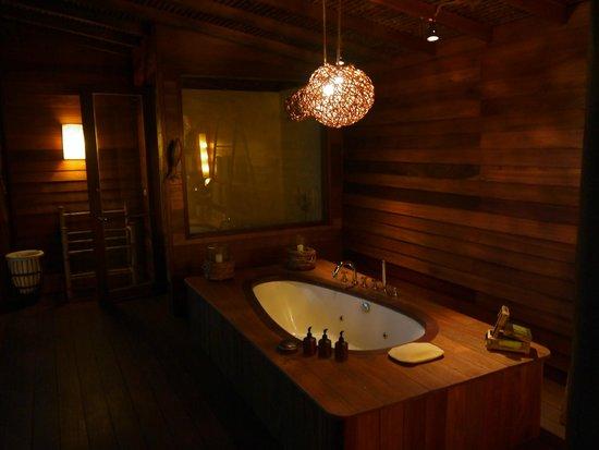 Six Senses Yao Noi: Romantic Bathroom