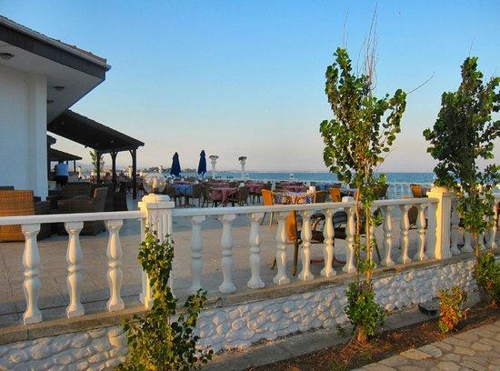 Long Beach Resort: Hotel veranda