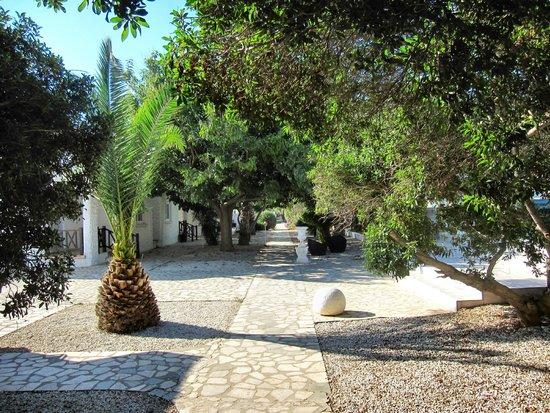 Long Beach Resort: Hotel grounds.