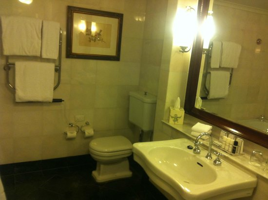 Lilianfels Resort & Spa - Blue Mountains: bathroom