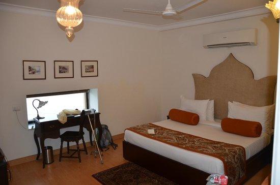 Suryauday Haveli - An Amritara Resort: Chambre vue sur le Ganges