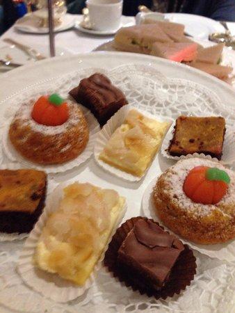 Kempinski Hotel Bristol : Apple cake,chocolate praline,mini budnt cake,caramel chocolate sponge..