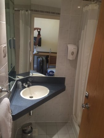 Holiday Inn Express London - Victoria: Bathroom
