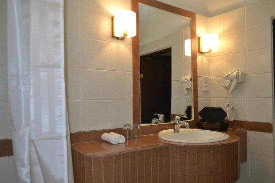 Zanzibar Hotel : BATHROOM