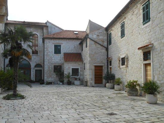Crkva i samostan sv. Frane: Sibenico, l'accesso al monastero di S. Francesco
