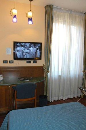 Hotel Millennium : Camera singola con letto queen size