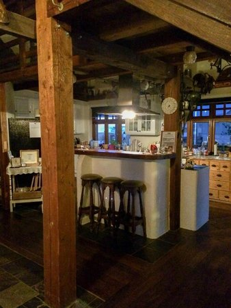 Raven's Bed and Breakfast: Kitchen area