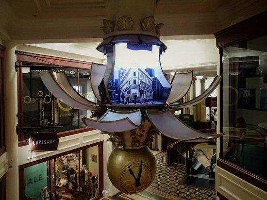 Walk Wellington : the clock with animation of Wellington history