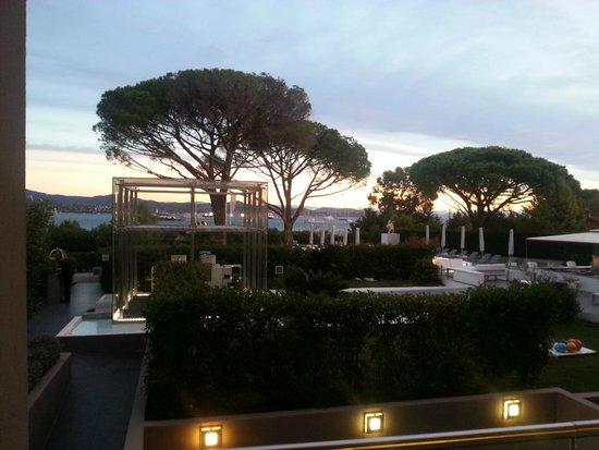 Kube Hotel-St Tropez : Vue chambre sur golfe
