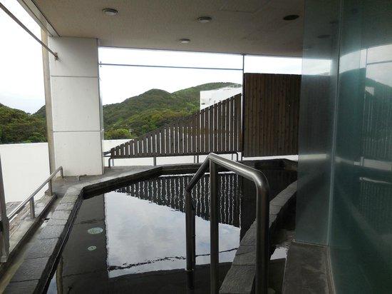 Ashizuri Thermae: 露天風呂です。やや狭しが見晴らしはGOOD