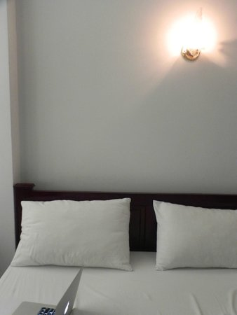 Vy Khanh Guesthouse: Bed