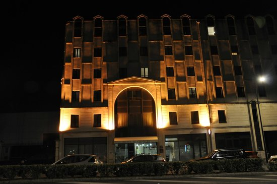 Hotel Le Chantry : Le Chantry at night