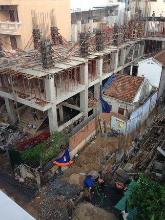 Hanoi Golden 3 Hotel : Постоянная стройка