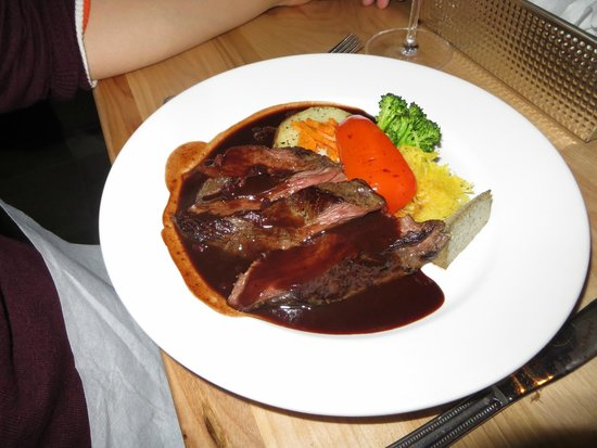 Kangaroo with blueberry sauce photo de l 39 entre 39 amis for Lunch entre amis