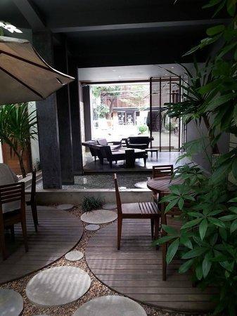 Nom Cafe