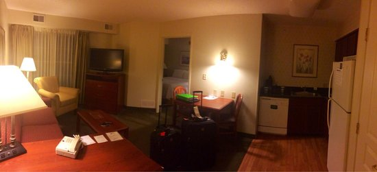Homewood Suites by Hilton Columbus / Dublin : My room!! I think it's a very nice room. I love it ��