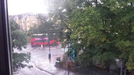 BEST WESTERN London Peckham Hotel : view from our bedroom window