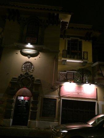 Otoya 1155 Restaurant & Lounge: Vista desde afuera