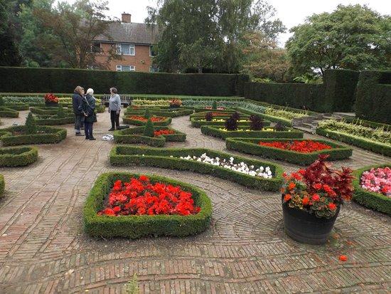 University of Leicester Botanic Garden: Formal Borders