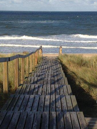 Dorint Söl'ring-Hof: Steps to the beach