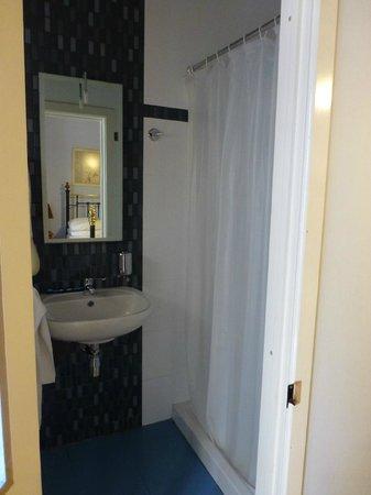 Maria Giovanna Guest House: Room 4 bathroom with shower