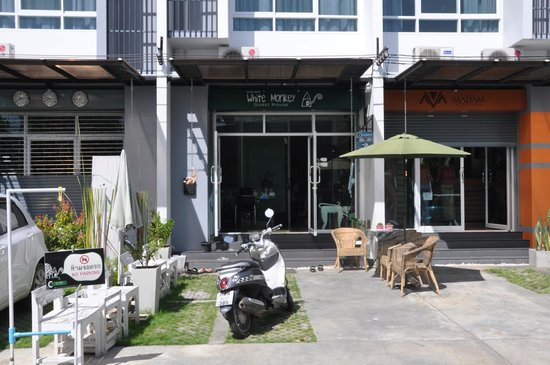 White Monkey Guesthouse: White Monkey (front of house)