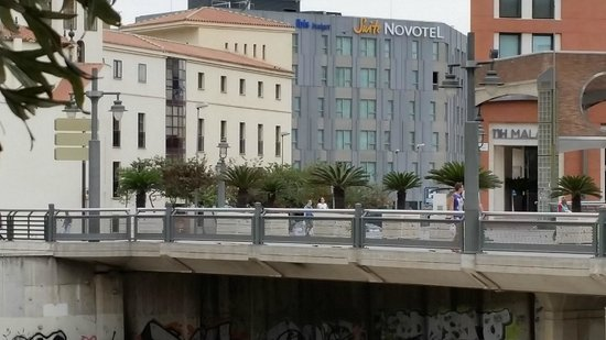 Novotel Suites Malaga Centro : Vue depuis il puente de la Esperanza