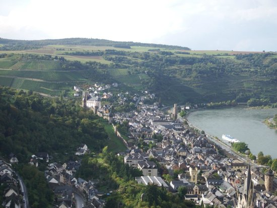 Castle Hotel Auf Schoenburg: Beautiful view overlooking the Rhine River from atop the castle.
