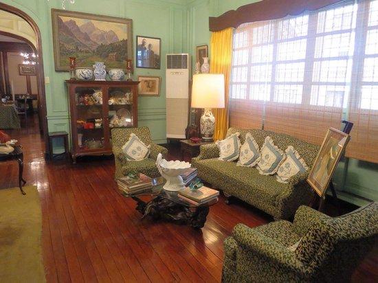 La Cocina de Tita Moning: The second seating area in the living room